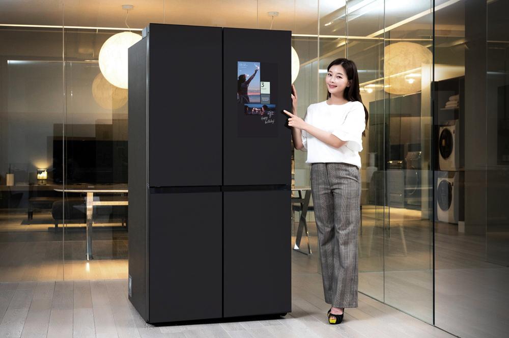 삼성전자 패밀리허브 비스포크 냉장고.jpg